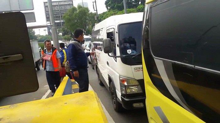 Lupa Isi Saldo, Banyak Pengguna Jalan Tol Terpaksa Beli Kartu Uang Elektronik