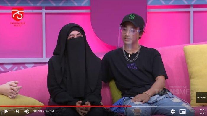 Umi Pipik dan anaknya Abidzar Al-ghifari dipertemukan dalam acara Brownies di Trans TV. Dalam acara itu Umi Pipik mengakui sebagai ibu egois dan tengah digerogoti penyakit yang membuat anak-anaknya menangis.