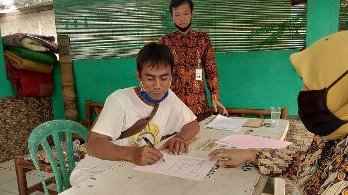 Sebanyak 35 Pelaku UMKM Mendapat Bantuan Modal Usaha Melalui Program Tangerang Emas