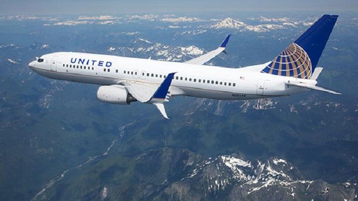 Pesawat United Airlines Terpaksa Menunda Penerbangan karena Semua Penumpang Mendadak Batuk