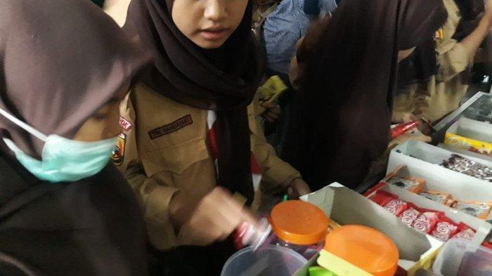 UPDATE Pedagang Jajanan Diperiksa Dinkes Pasca Ratusan Siswa SMPN 20 Depok Terjangkit Hepatitis A