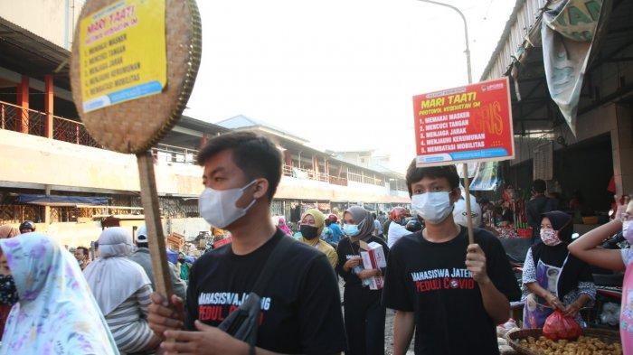 Tanggapi Seruan Ganjar, Mahasiswa Upgris Turun ke Jalan Bagikan Masker dan Hand Sanitizer