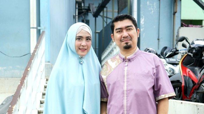 Ustaz Solmed bersama April Jasmine di TransTV, Jalan Kapten Tendean, Mampang Prapatan, Jakarta Selatan, Selasa (2/6/2020).