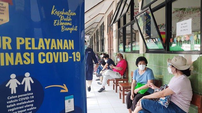 Mencegah Antrean, Vaksinasi Lansia di Jakarta Barat Disebar ke Gedung Sekolah
