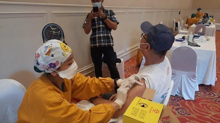 KABAR BAIK: Mulai Hari Ini Vaksin Pfizer dan Moderna Tersedia di Seluruh Faskes DKI, Simak Syaratnya