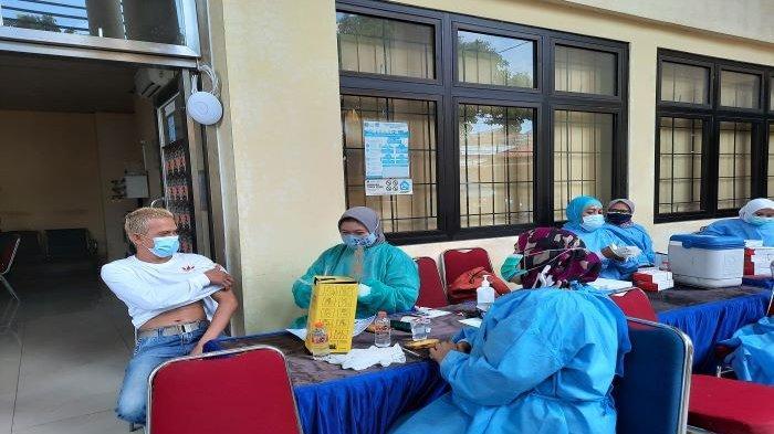 Vaksinasi Covid-19 di Kecamatan Sawangan, Sabtu (18/9/2021)