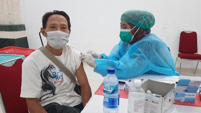 Siapa Saja Bisa Jadi Peserta Vaksinasi Covid-19 di Masjid Raya KH Hasyim Asy'ari