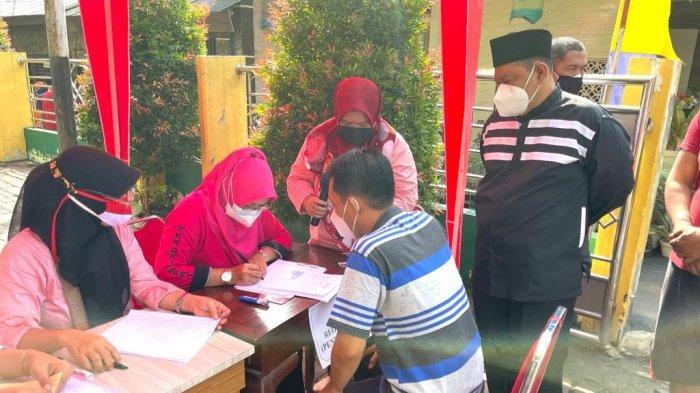 300 Warga Sekitar Masjid Al Istikmal Ikut Vaksinasi. Juaini: Tetap Patuhi Prokes Meski Sudah Vaksin