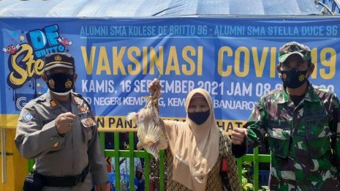 Gelar Vaksinasi, Alumni SMA Kolese de Britto dan Stella Duce Angkatan 96 Dekati Warga Kalibawang