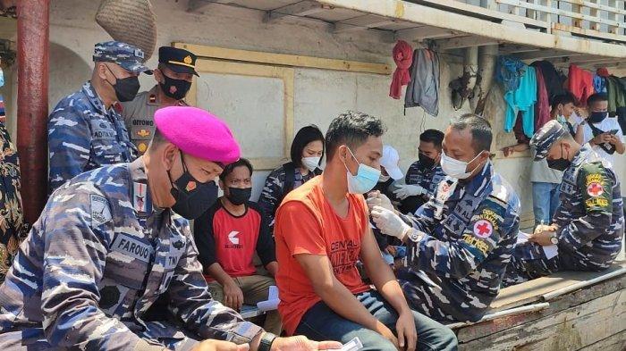 Vaksinasi Covid-19 Nelayan di Pelabuhan Muara Angke, Yusuf: Pulang Kampung Musti Ada Surat Vaksin