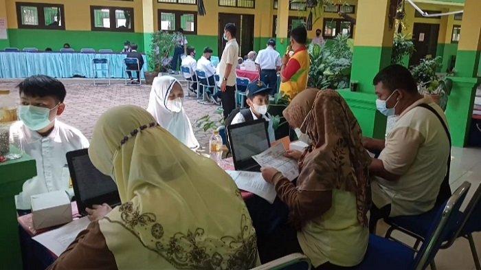 Pelajar dari 9 SMP Serentak Ikuti Vaksinasi Covid-19 di SMPN 21 Kota Bekasi
