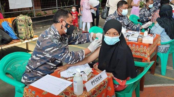 Pushidrosal Gelar Serbuan Vaksinasi Masyarakat Maritim, Santi Antusias Ikut Vaksinasi Dosis Kedua