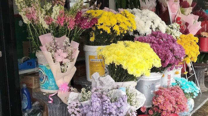 Setangkai Bunga Mawar Bantu Kenaikan Omzet Sejumlah Penjual Bunga di Pondok Aren, Kota Tangsel