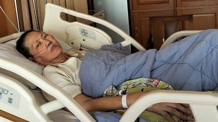 Verawaty Fajrin yang kini tengah dirawat diruang VIP Rumah Sakit Kanker Dharmais Jakarta, sebelumnya Verawaty sempat menunggu beberapa hari untuk dapat ruang perawatan penyakit kankerparu-paru yang dideritanya.