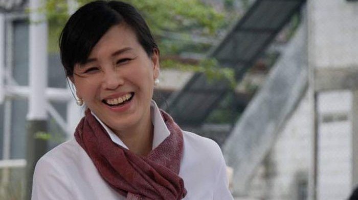 Melihat AksiVeronica Tan Memainkan Cello Bersama Soundkestra, dalam Christmas Carol di Kota Tua