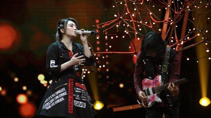 Kolaborasi 'Nakal' GIGI dan Via Vallen di Amazing Concert Unjuk Gigi di GTV