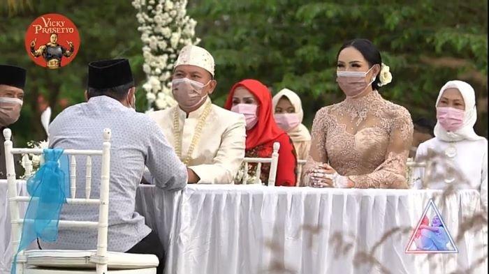 Vicky Prasetyo menikahi Kalina Oktarani di The Lodge Golf Jagorawi, Kabupaten Bogor, Jawa Barat, Sabtu (13/3/2021) sore.