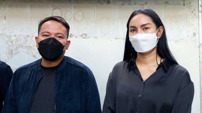 Vicky Prasetyo dan Kalina Oktarani di Pengadilan Negeri Jakarta Selatan, Kamis (17/6/2021). Saat itu Vicky Prasetyo dan Kalina Oktarani mengatakan kisruh perkawinannya sudah selesai.