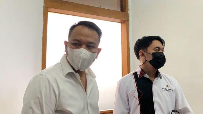 Vicky Prasetyo di Pengadilan Negeri Jakarta Selatan, Kamis (26/8/2021). Vicky Prasetyo harus sabar setelah sidang pembacaan vonisnya ditunda majelis hakim.