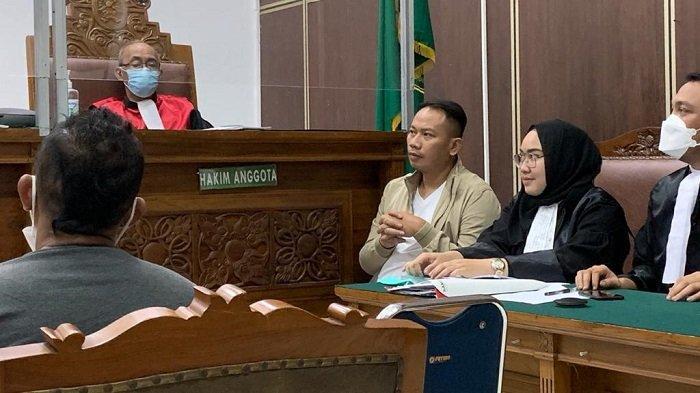 Vicky Prasetyo saat hadir dalam sidang kasus dugaan pencemaran nama baik Angel Lelga di Pengadilan Negeri Jakarta Selatan, Kamis (15/4/2021).
