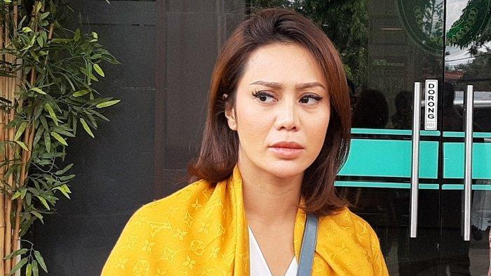 Vicky Zainal Resmi Bercerai dari Putra Mantan Kepala Dirjen Pajak