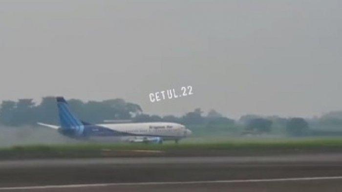 Video detik-detik pesawat kargo Trigana Air tergelincir di landasan pacu Bandara Halim Perdanakusuma, Makasar, Jakarta Timur, Sabtu (20/3/2021) pagi, viral di media sosial.