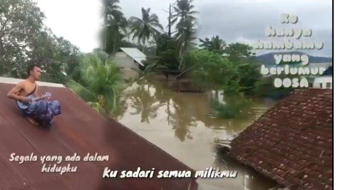 VIRAL Video Korban Banjir Nyanyi di Genteng Rumah, BNPB: Tingkatkan Kesiapsiagaan Masuki Musim Hujan