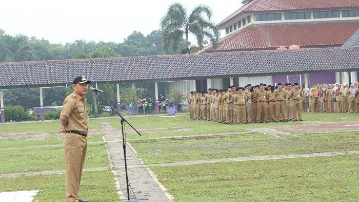 Wakil Bupati Tangerang Mad Romli meminta ASN Tangerang meningkatkan pelayanannya kepada masyarakat.