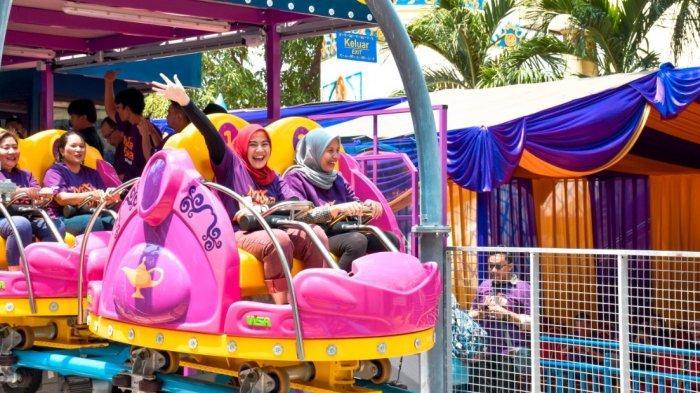 Roller Coaster Setinggi 8,5 Meter Ini Punya Kecepatan 5-9 Meter Per Detik.