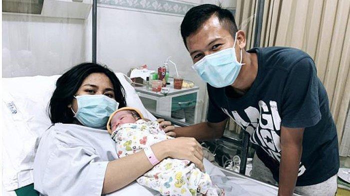 Kelahiran Anak Pertama Wahyu Subo Seto, Diberikan Nama Gwenny Aretha Zelmira