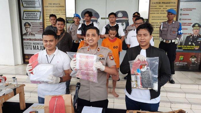 VIDEO: Polres Tangerang Selatan Bekuk Dua Tersangka Pengedar dan Pencetak Uang Palsu