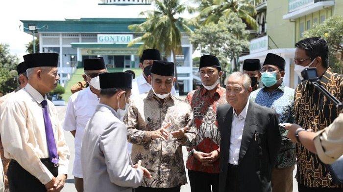 Wakil Ketua MPR Ahmad Muzani temui pimpinan Pondok Pesantren Modern Darussalam Gontor KH Hasan Abdullah Sahal di Ponorogo, Jawa Timur, Sabtu (27/3/2021).