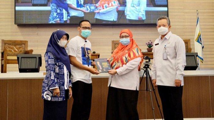 Wakil Wali Kota Depok Imam Budi Hartono Luncurkan Buku Autobiografi Anak Sopir Jadi Wakil Wali Kota