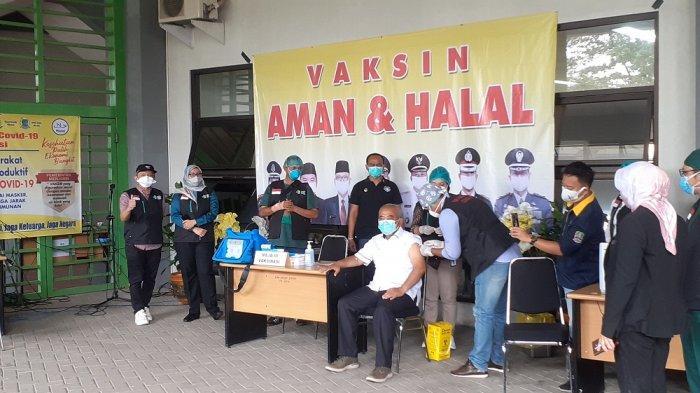 Jadi Orang Pertama Disuntik Vaksin Covid-19, Wali Kota Bekasi : Lebih Sakit Digigit Semut