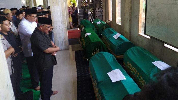 UPDATE Wali Kota Depok Imami Solat Jenazah Korban Kecelakaan Bus Rombongan Kader Posyandu
