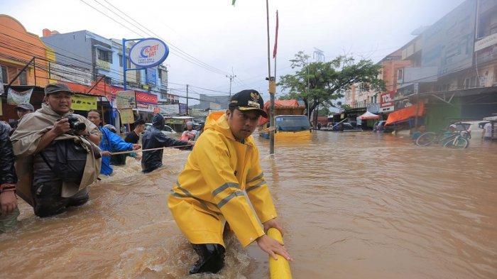 Banjir Parah Ciledug, Wali Kota Tangerang Minta Perahu Tambahan Evakuasi Warga