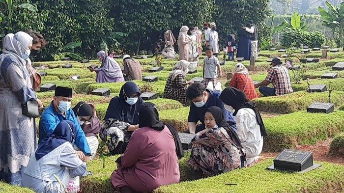 Pengelola TPU Jombang Prediksi Puncak Peziarah Makam pada H+3 Idul Fitri Hingga Akhir Pekan Ini