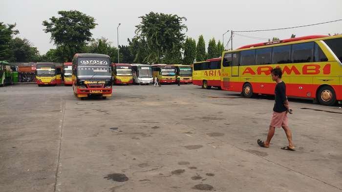 Tidak Kenakan Masker, Penumpang di Terminal Kalideres Tidak Akan Dilayani PO Bus Selama PSBB Jakarta