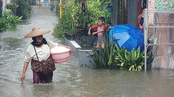 VIDEO BANJIR di Margasari Karawaci Akibat Kali Galeong Meluap, Permukiman Warga dan Jalan Terendam