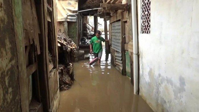 Terendam Banjir 1,5 Meter, Warga Kebon Pala Pastikan Bukan Kiriman