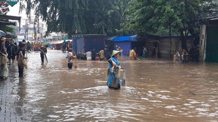 PLN Hentikan Arus Listrik Sementara di Lokasi Terdampak Banjir
