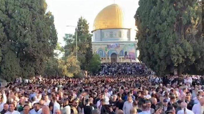 Sekitar 100.000 Warga Palestina Tunaikan Salat Idul Fitri di Masjid al-Aqsa