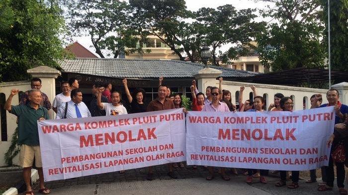 VIDEO: Warga Pluit Putri Protes Pembangunan Sekolah di Komplek