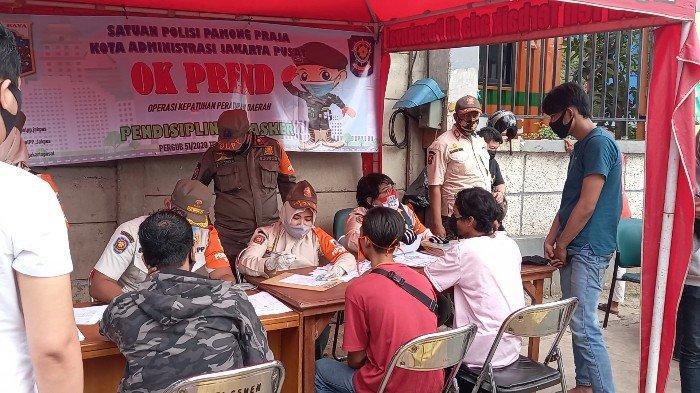 Pengendara Protes saat Terjaring Operasi Kedisiplinan Masker di Senen