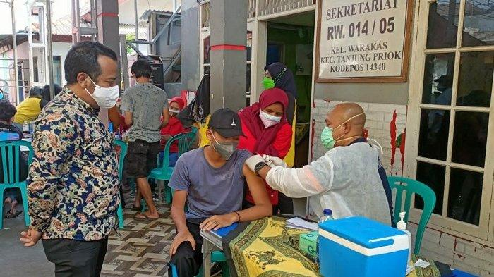 Mobil Vaksinasi Covid-19 Keliling di RW 14 Kelurahan Warakas Diserbu Warga, Kuota Habis 30 Menit