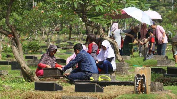 Anggota DPR Bingung Tempat Wisata Dibuka, Ziarah Kubur Dilarang
