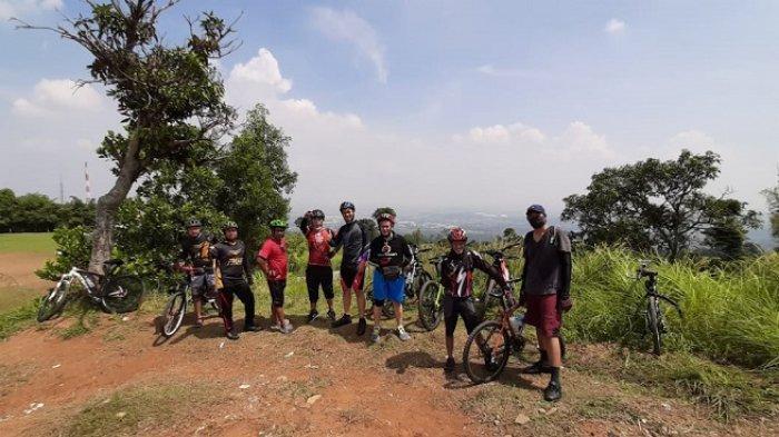 VIDEO Warkot Gowes Bersepeda Mandaki Bukit Hambalang