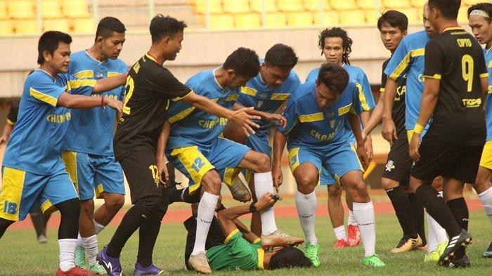 TERKONFIRMASI, Viral Video Wasit Dipukul Pemain di Stadion Patriot Candrabhaga Bekasi
