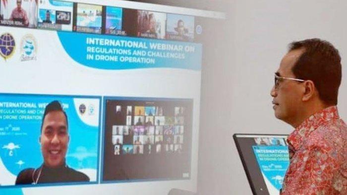 """Menteri Perhubungan Republik Indonesia Budi Karya Sumadi  dalam webinar internasional bertajuk """"Regulations and Challenges in Drone Operation"""" yang diselenggarakan oleh Puslitbang Transportasi Udara Balitbang Perhubungan."""