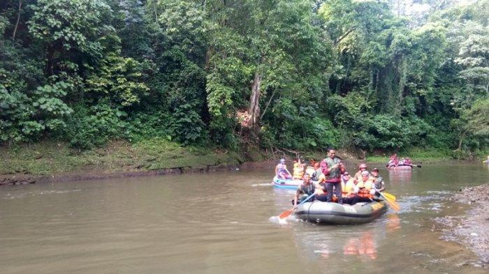 Seorang Bocah SD Kelas 3 Hanyut di Sungai Ciliwung Belum Ditemukan